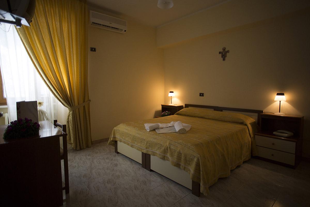 Camera doppia hotel terme di rapolla for Pirolitica doppia camera